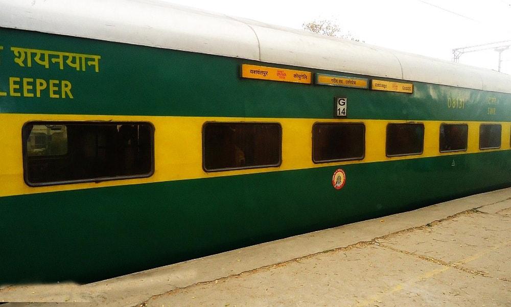 قطارهایی که هندی ها را به مقصد می رسانند