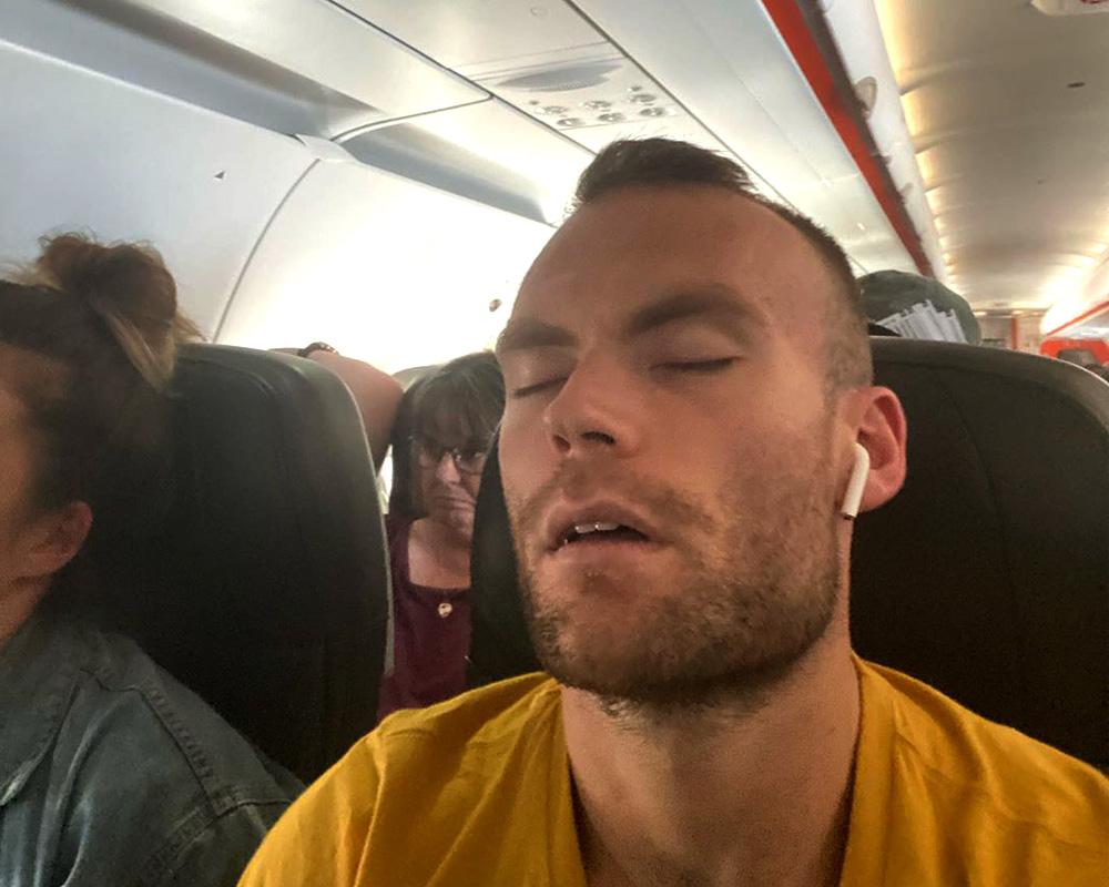 خواب آلودگی در هواپیما