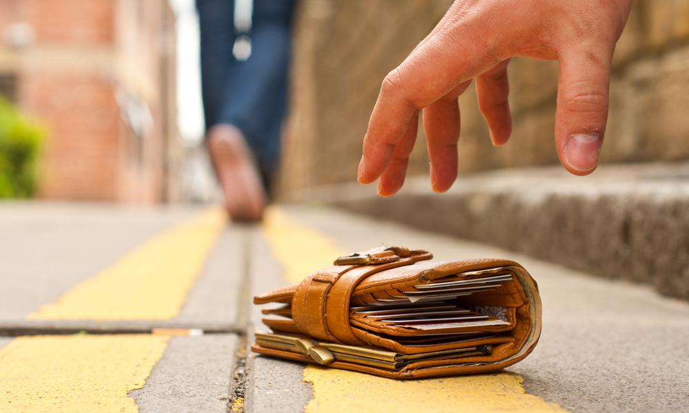 سرقت کیف پول در سفر