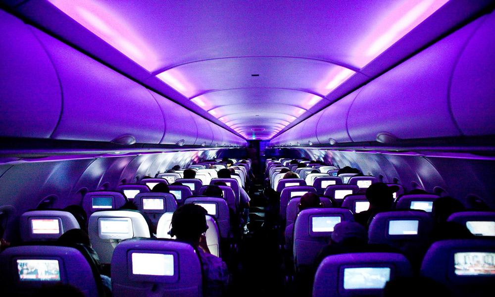 نور و رنگ چگونه به کمک مسافران هواپیما می آیند؟