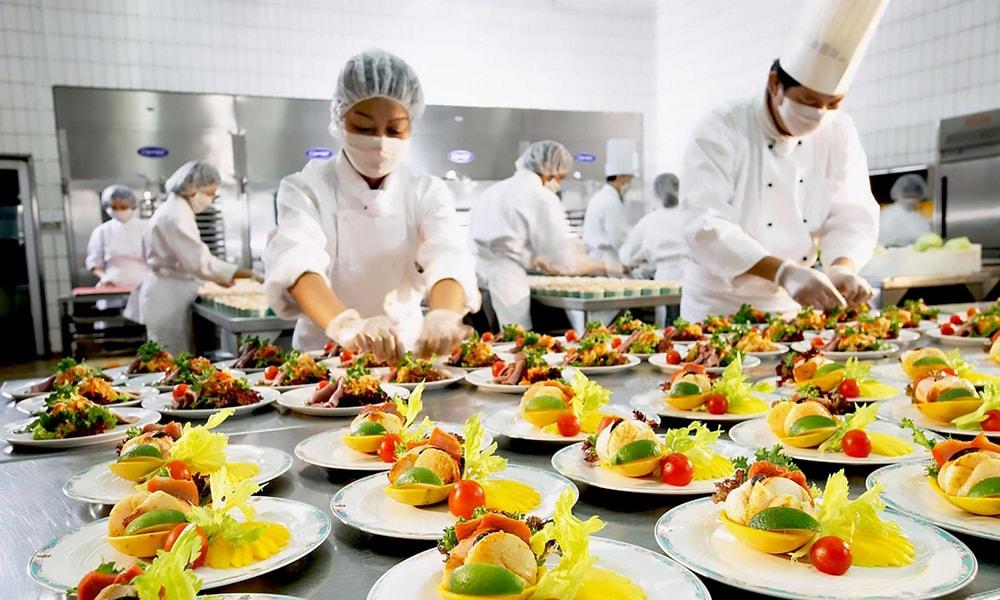 آماده سازی غذا در کترینگ