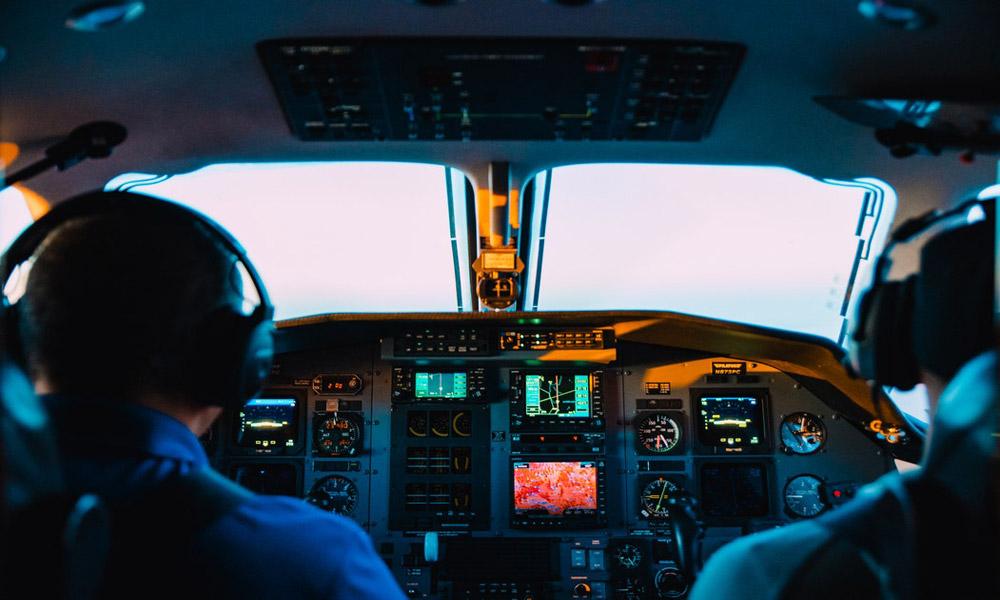 همه اتفاقات درون کابین خلبان از لحظه پرواز تا فرود