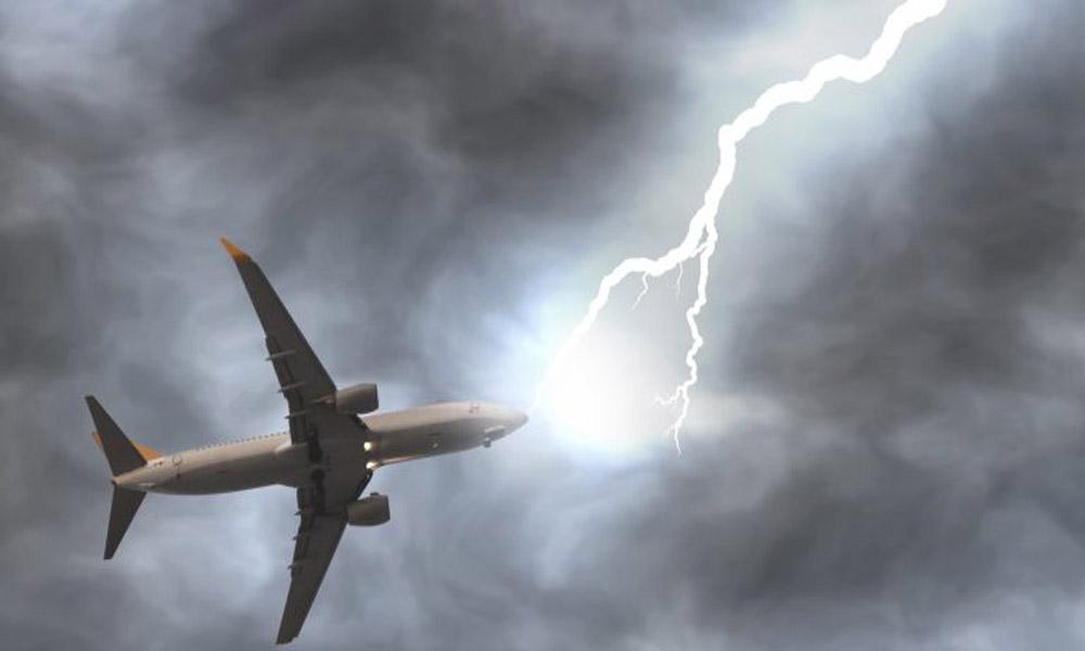 رعد و برق با هواپیما چه می کند؟