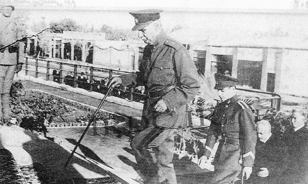 رضا شاه پهلوی هنگام بازدید از راه آهن سراسری