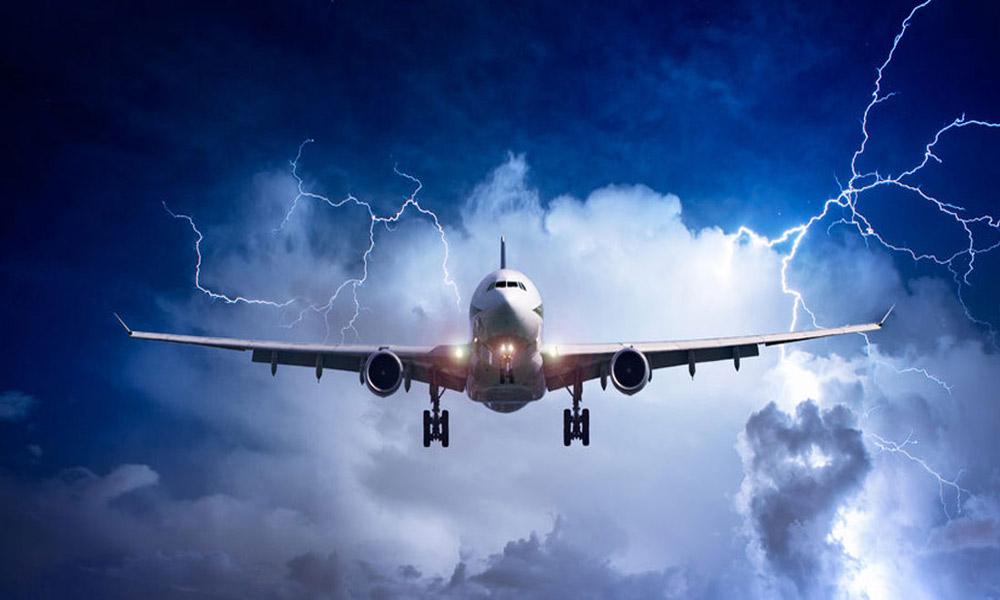 تکان های هواپیما؛ خلبانان چگونه به استقبال دست اندازهای هوایی می روند؟